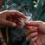 Ansiedad y depresión potencian uso de drogas en jóvenes