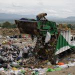 Operador de basurero de Oaxaca denuncia impago y tráfico de influencias