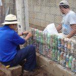 Botellas de pet, un recurso para construir hogares