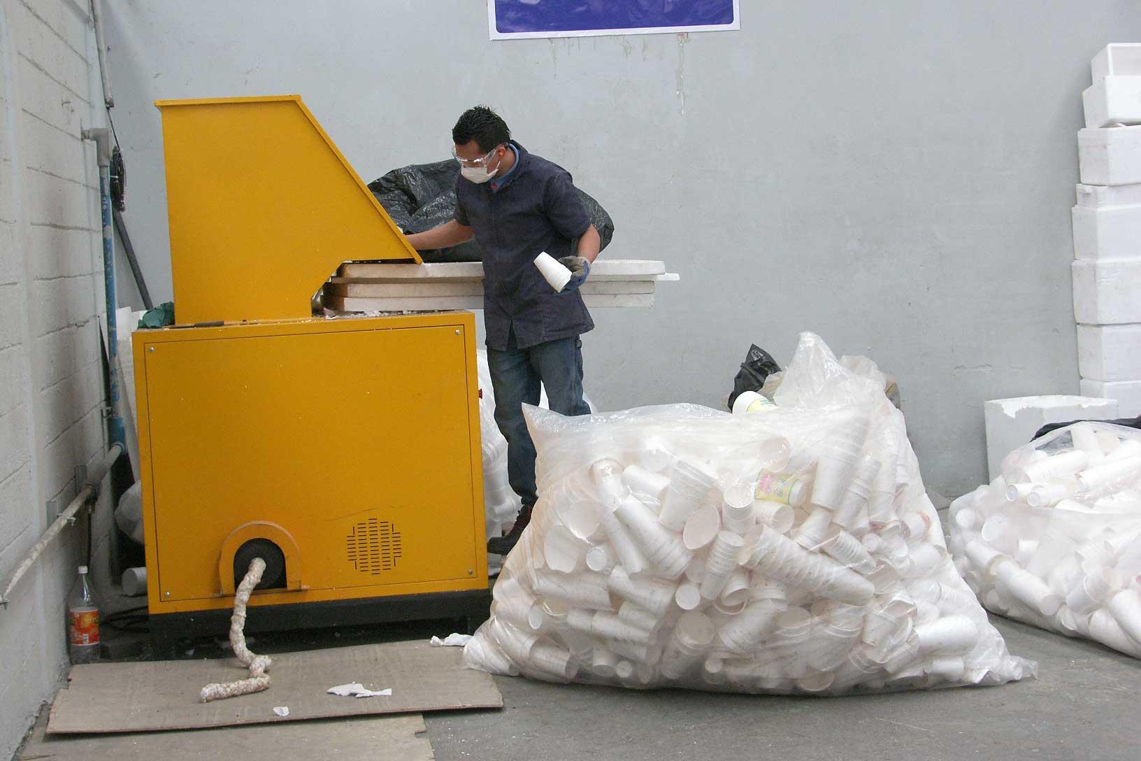 Crean marcos a base del reciclaje de unicel