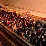 """Usuarios de la L7 del metro se """"derriten"""" con el calor"""