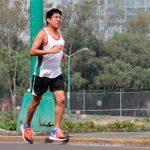 Mexicano cuelga la bata y rompe marca en Ultramaratón