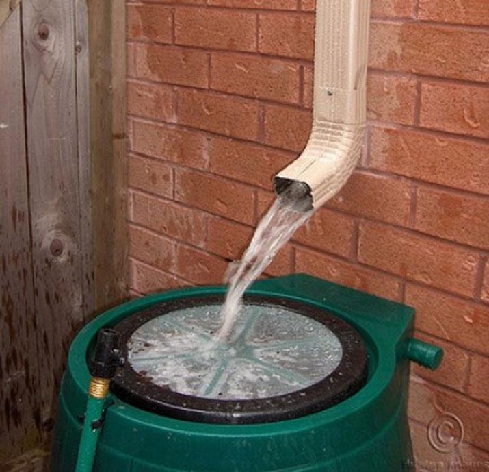 Aprende a recolectar y aprovechar el agua de lluvia for Canaletas de agua leroy merlin