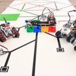 Construyen robots con piezas de plástico